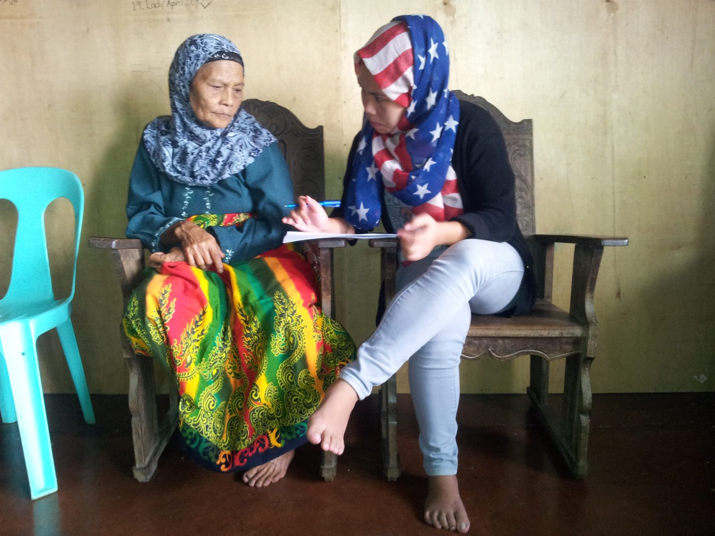 somaya-assisting-illiterate-woman-in-philippines